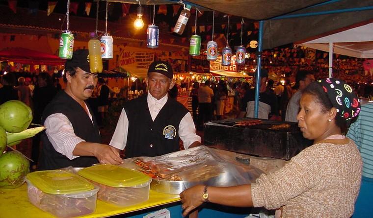 Comerciantes comemoram movimento no Forró Caju