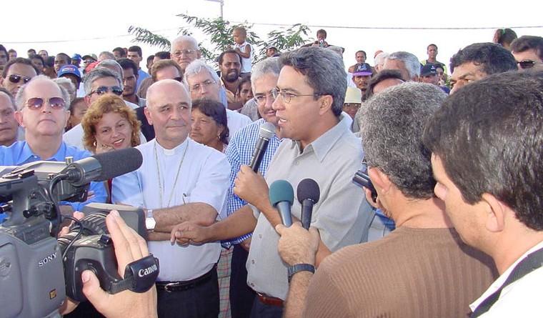 Coqueiral será transformado em bairro e Déda anuncia construção de posto de saúde