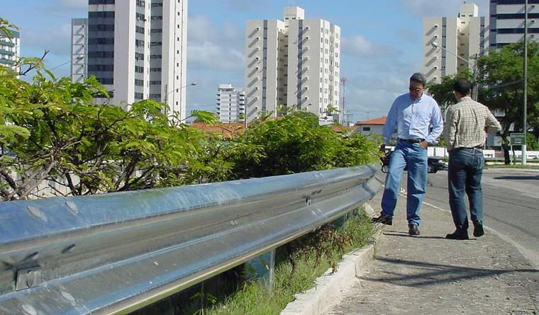 Prefeito visita obras de proteção em canais