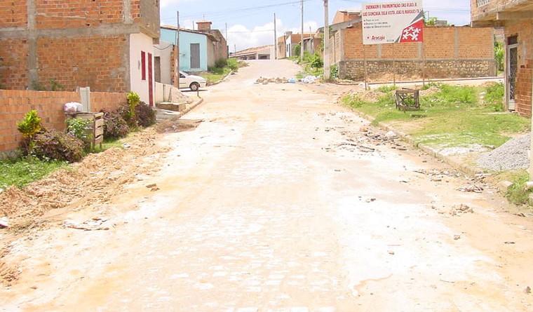 PMA realiza obras de pavimentação no bairro Santos Dumont