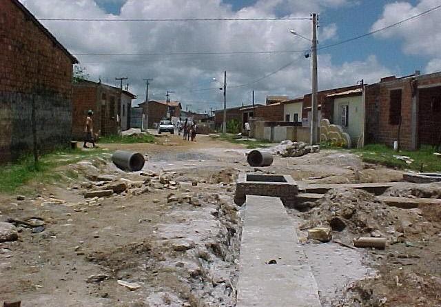 Emurb realiza serviços de drenagem nas ruas do Anchietão