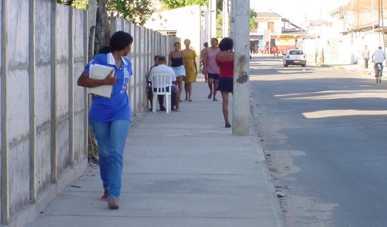 Calçadas construídas no Jardim Centenário agradam moradores do bairro