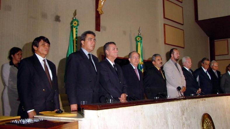 Prefeito de Aracaju prestigia título de cidadão concedido a juiz