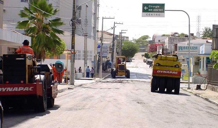 Prefeitura continua com obras de recapeamento asfáltico no Centro