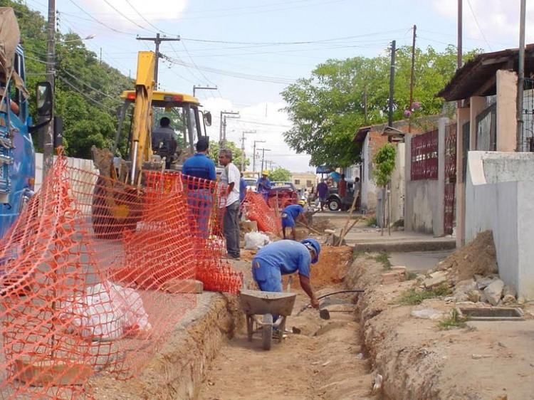 Prefeitura constrói calçadas no Jardim Centenário