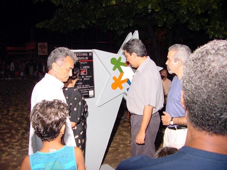 Prefeito inaugura praça no bairro Grageru