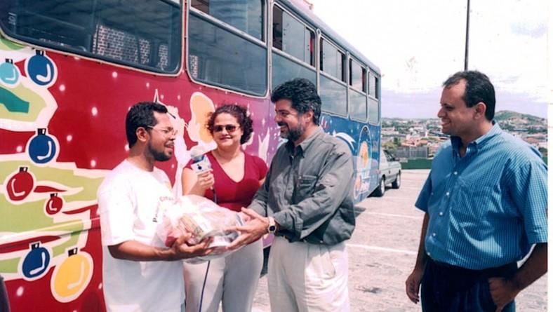 Prefeitura/SMTT entregam cestas de alimentos nos Capuchinhos