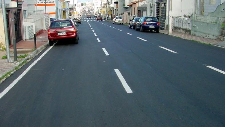 Rua Laranjeiras recebe sinalização