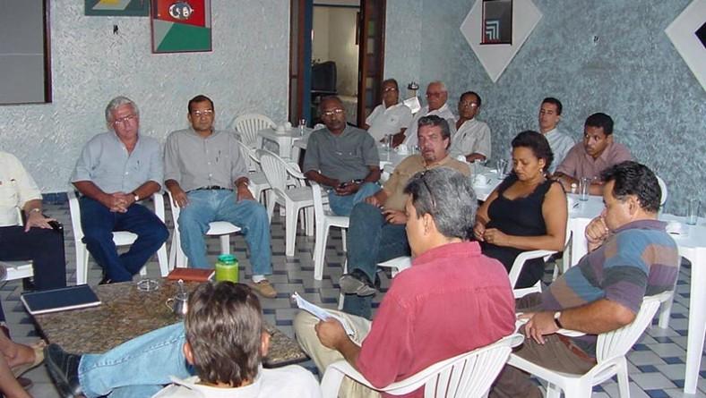 Prefeito participa de reunião para definir plano de contingência no Beira Mar