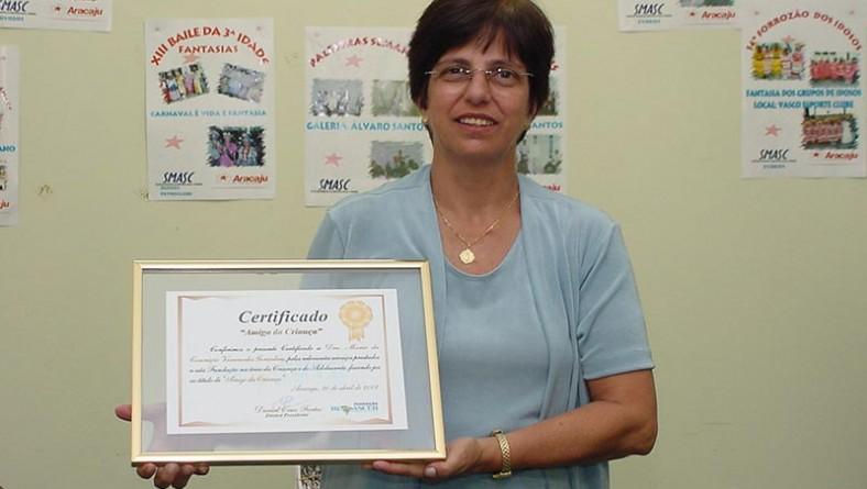 """Secretária de Assistência Social é homenageada com certificado """"Amigo da Criança"""""""
