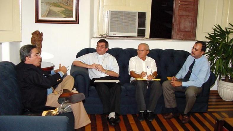 Prefeito recebe visita do bispo auxiliar de Aracaju