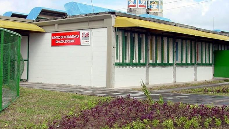 Prefeito inaugura Centro de Convivência do Adolescente no bairro Industrial