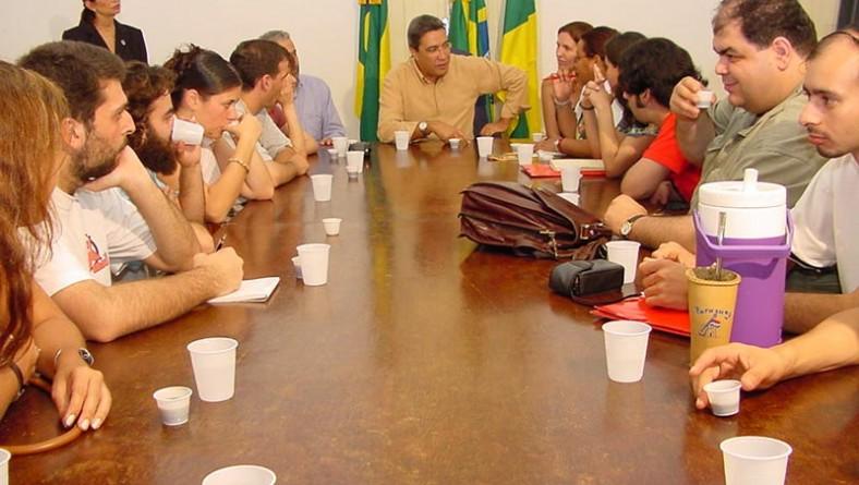 Delegações internacionais de estudantes visitam prefeito
