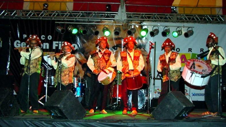 Banda de Pífanos de Caruaru faz a festa no Pau-de-Arara do Forró
