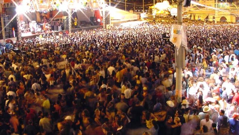 Forró Caju recebe mais de 100 mil pessoas