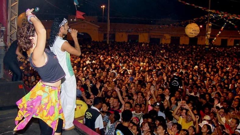 Mastruz com Leite agita 125 mil pessoas no Forró Caju
