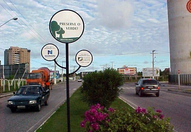 Praças e avenidas adotadas por empresas recebem identificação especial
