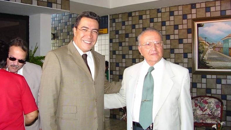 Prefeito participa de homenagem ao empresário José Alcides Vasconcelos