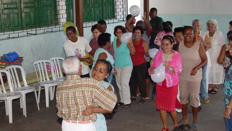 Vovós do bairro Castelo Branco ainda comemoram seu dia