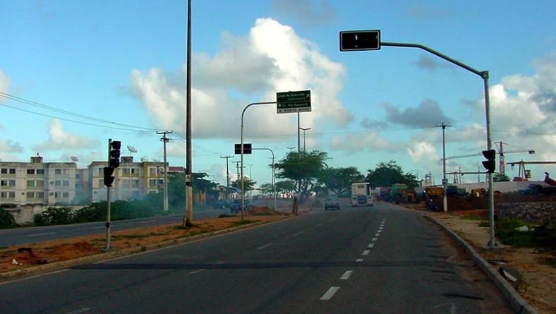 Nova sinalização foi instalada na Tancredo Neves e Barão de Maruim