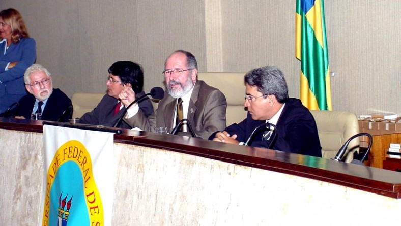 Prefeito participa de cerimônia de encerramento do Fórum Pensar Sergipe