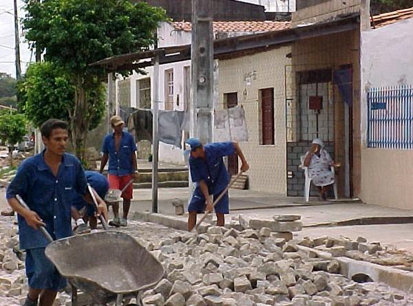 Pavimentação da avenida Novo Paraíso  está em fase de conclusão