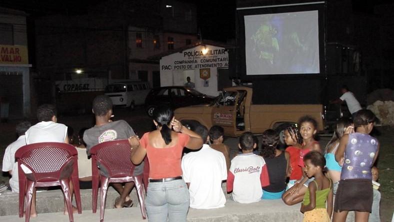TV cidadão oferece diversão e lazer à comunidade do São Carlos