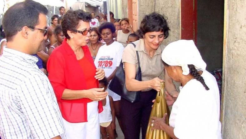 Prefeitura de Aracaju e Bompreço distribuem cestas básicas de alimentos