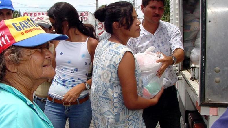 Prefeitura continua a distribuição dos alimentos arrecadados durante o Pré-caju 2003