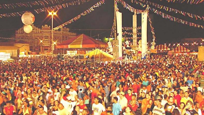Primeira noite do Carnaju reuniu cerca de 40 mil pessoas