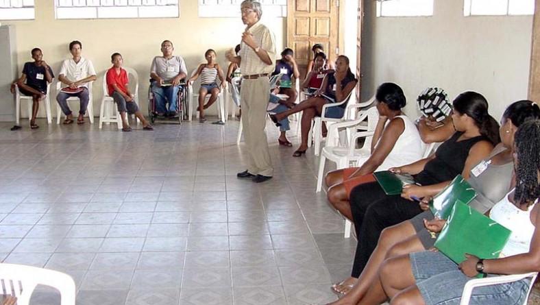 Educação sanitária e ambiental é tema de curso no bairro Industrial