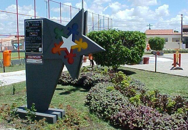 Praças e canteiros de Aracaju recebem cuidados especiais da Emsurb