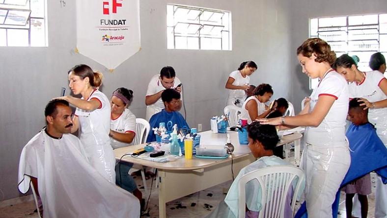 Mutirão da Beleza beneficia comunidades do Porto Dantas e Coqueiral