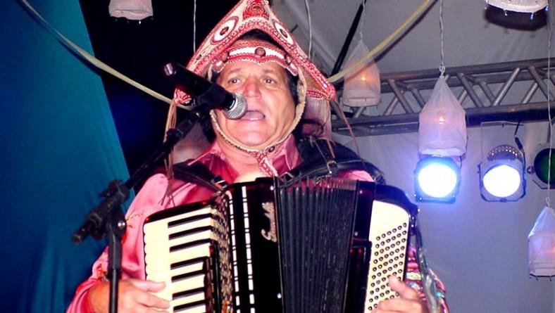 Zenilton arrasa no palco Gerson Filho