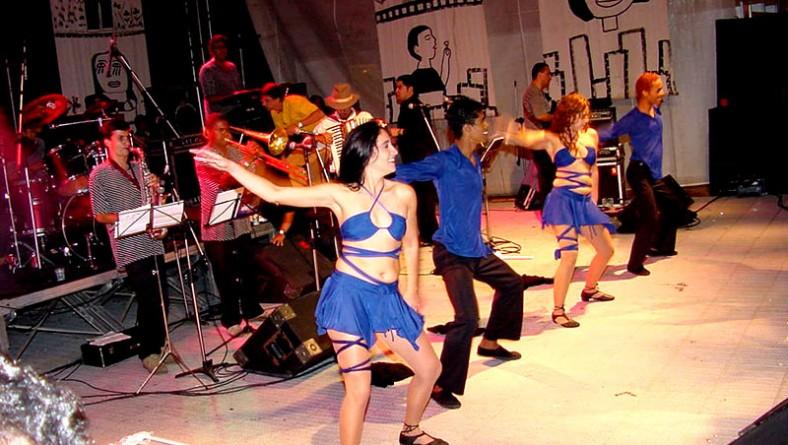 Forró Caju 2003 termina com a banda Mulher Rendeira no palco principal