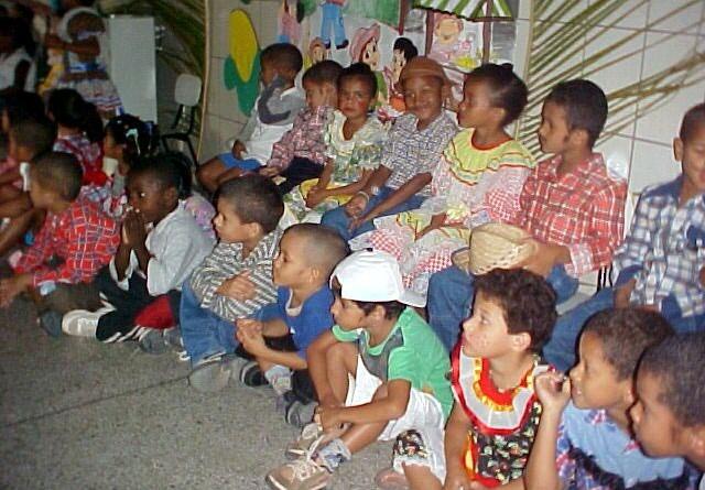 Escolas do município encerram o período letivo com muito forró e animação