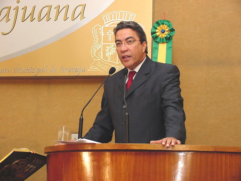 Marcelo Déda fala na Câmara de Vereadores de Aracaju.