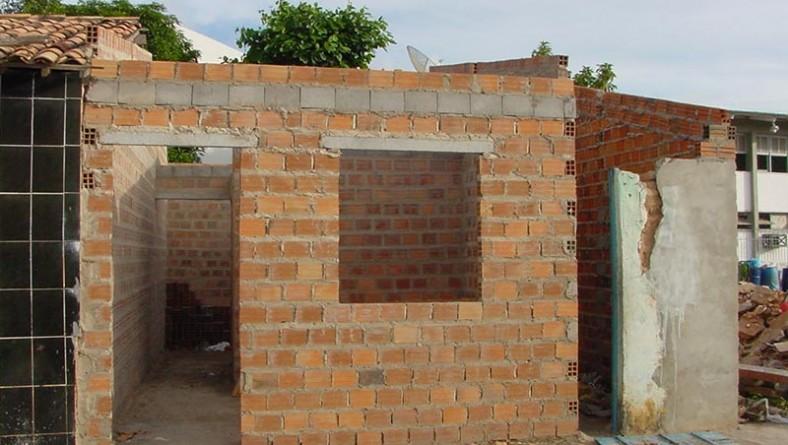 Casas em área de risco de desabamento são reconstruídas com recursos da CEF