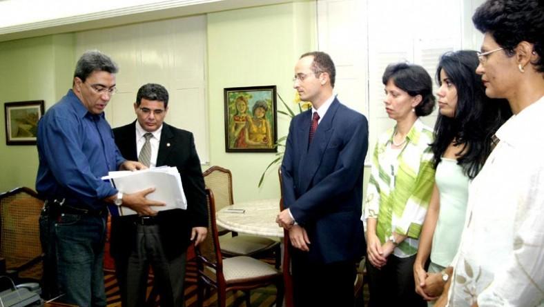 Relatório final de auditoria no contrato entre Emsurb e SMS foi entregue ao prefeito