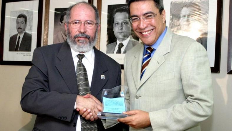 Prefeito Marcelo Déda é homenageado pela UFS