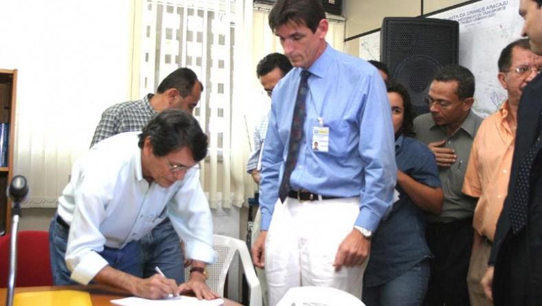 SMTT e Correios firmam parceria para comercialização do passe escolar