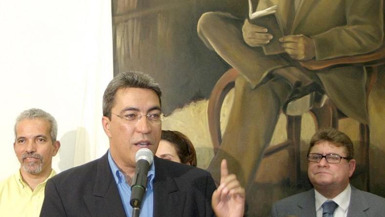 Biblioteca Clodomir Silva abre as portas para a sociedade