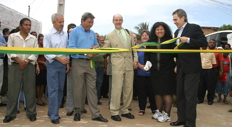 Comunidade da Coroa do Meio recebe as primeiras casas do projeto de reurbanização do bairro