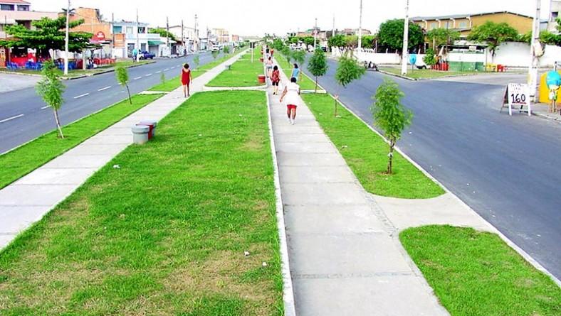 Calçadão da avenida Gasoduto é local de lazer e socialização no Orlando Dantas