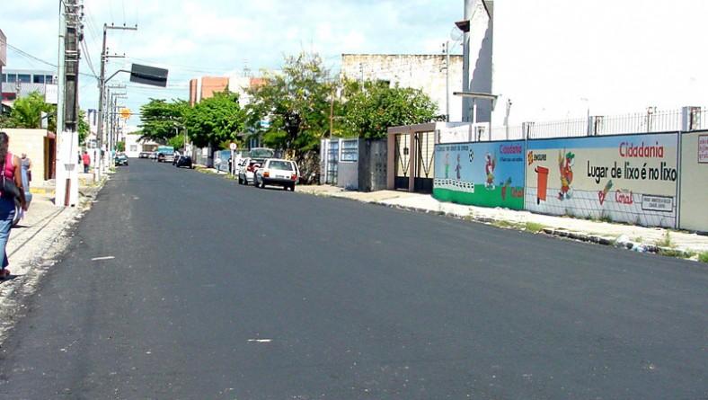 Cidadãos aracajuanos elogiam o revestimento asfáltico da Rua Cel. Stanley Silveira