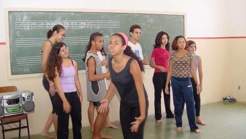 Escola Municipal de Artes retoma o período de aulas