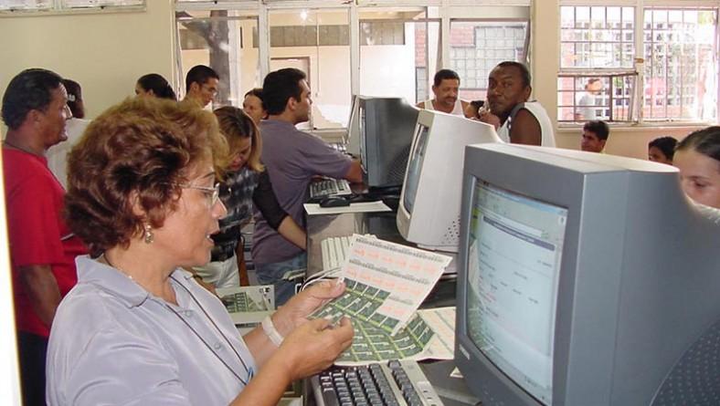 Acaba amanhã o prazo de validade das carteiras do passe escolar ano 2003