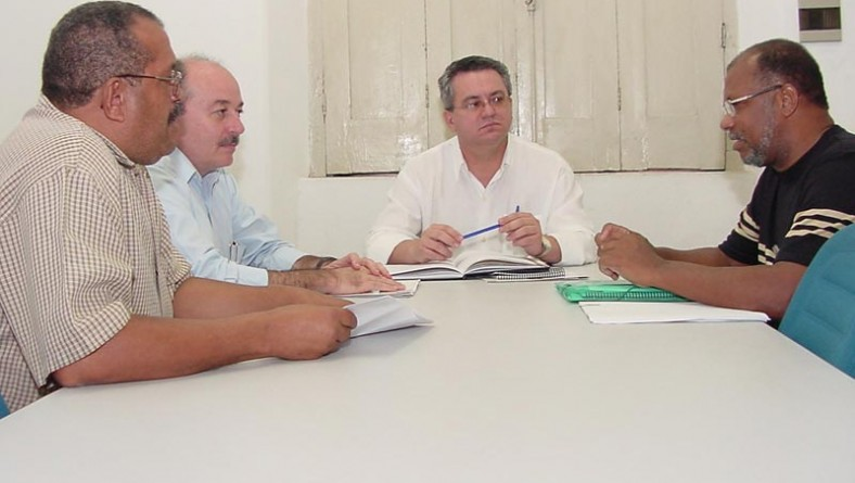 Secretários municipais e sindicalistas discutem questão salarial dos servidores
