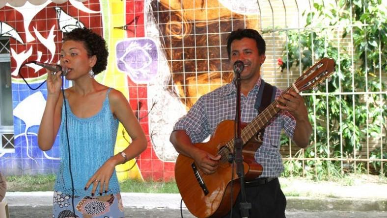 Lena Oliver e Gil Castro são as atrações do Projeto Freguesia hoje
