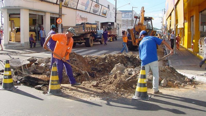 Prefeitura resolve problema de entupimento de esgoto no Centro da cidade